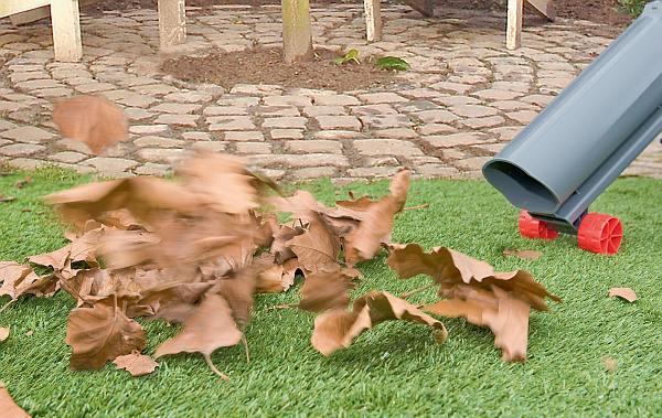 Dmuchawa ogrodowa - prosty sposób na sprzątanie liści